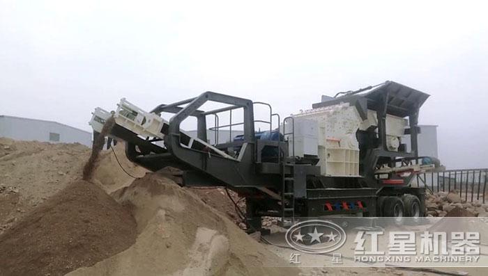 移动石料制砂现场