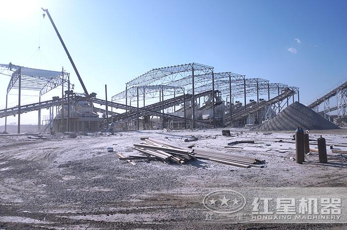 日产1500方沙石厂搭建中