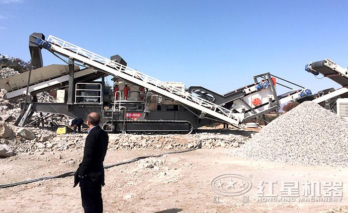 履带式移动泥石分离机现场作业