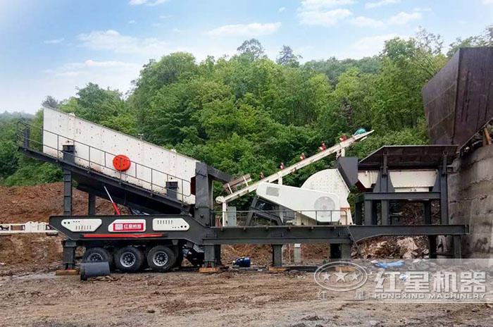 山东重锤式移动碎石筛分一体机生产现场