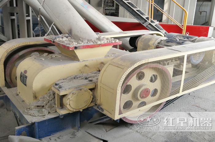 洛阳对辊制砂机生产现场