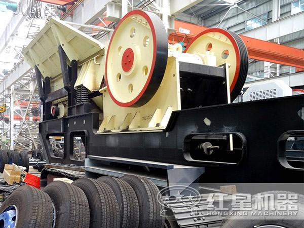 粗碎型时产200吨鹅卵石移动破碎机