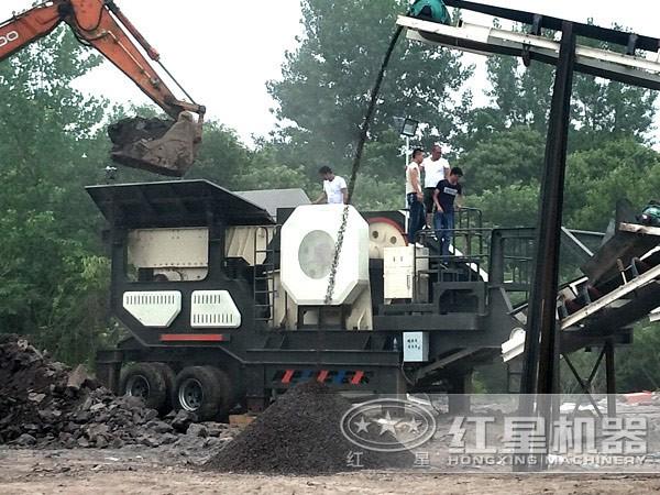可移动石子可以提现的二八杠用来破碎煤矸石