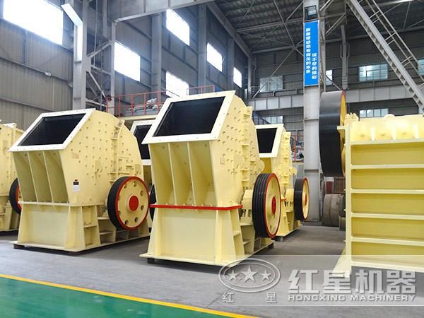 时产600吨重锤型破碎机生产车间